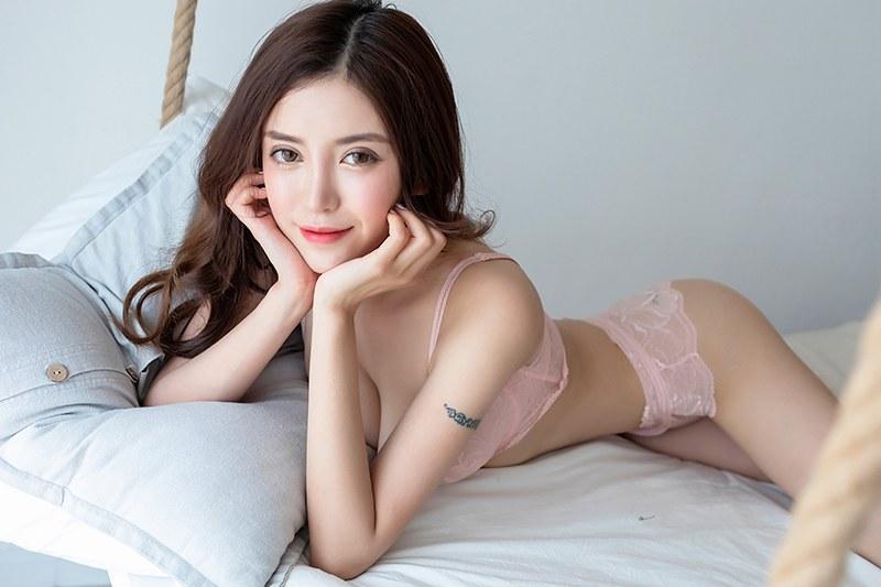 性感女秘书内衣美乳诱人酮体床上勾魂[35P]