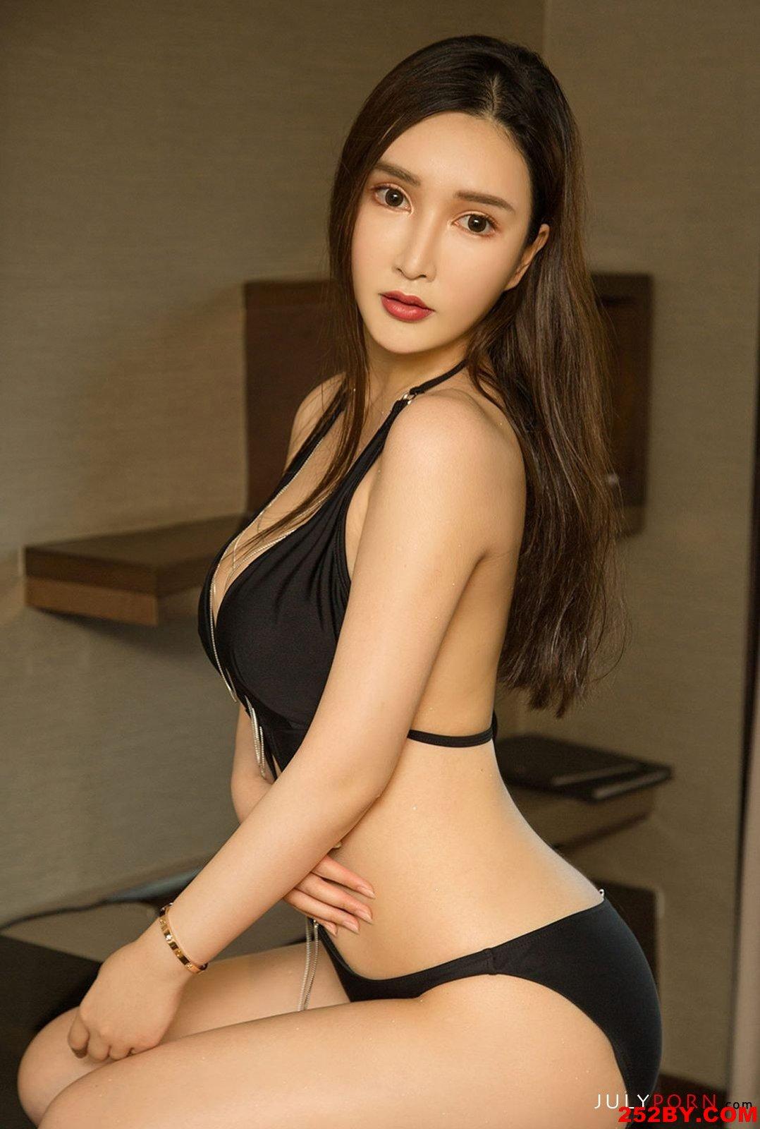 美女诱惑大胸少妇高清人体艺术写真摄影