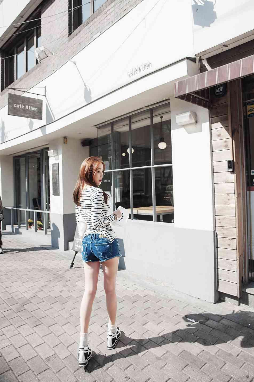 牛仔短裤美腿韩国女孩