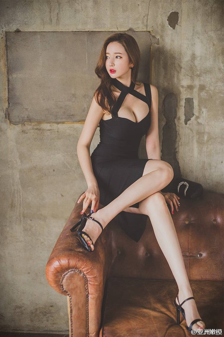 极品大胸性感美腿少妇