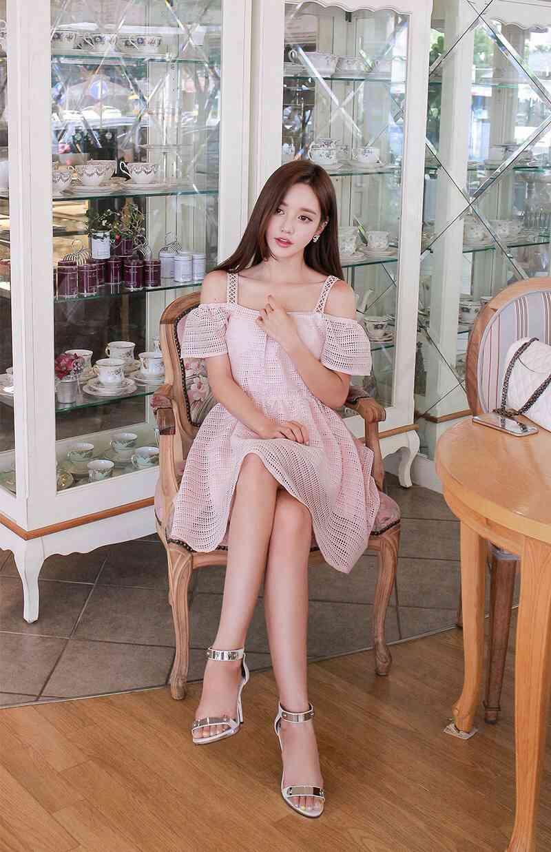韩国服装模特少女般演绎韩版长裙