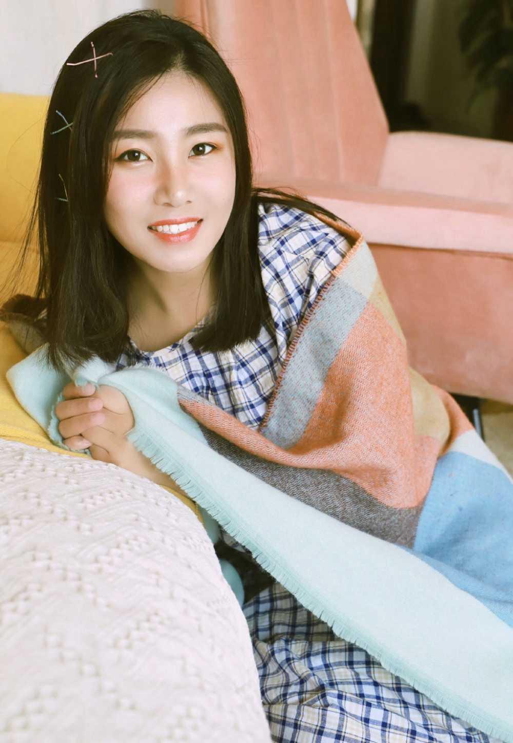 韩国养眼美女模特李静妍