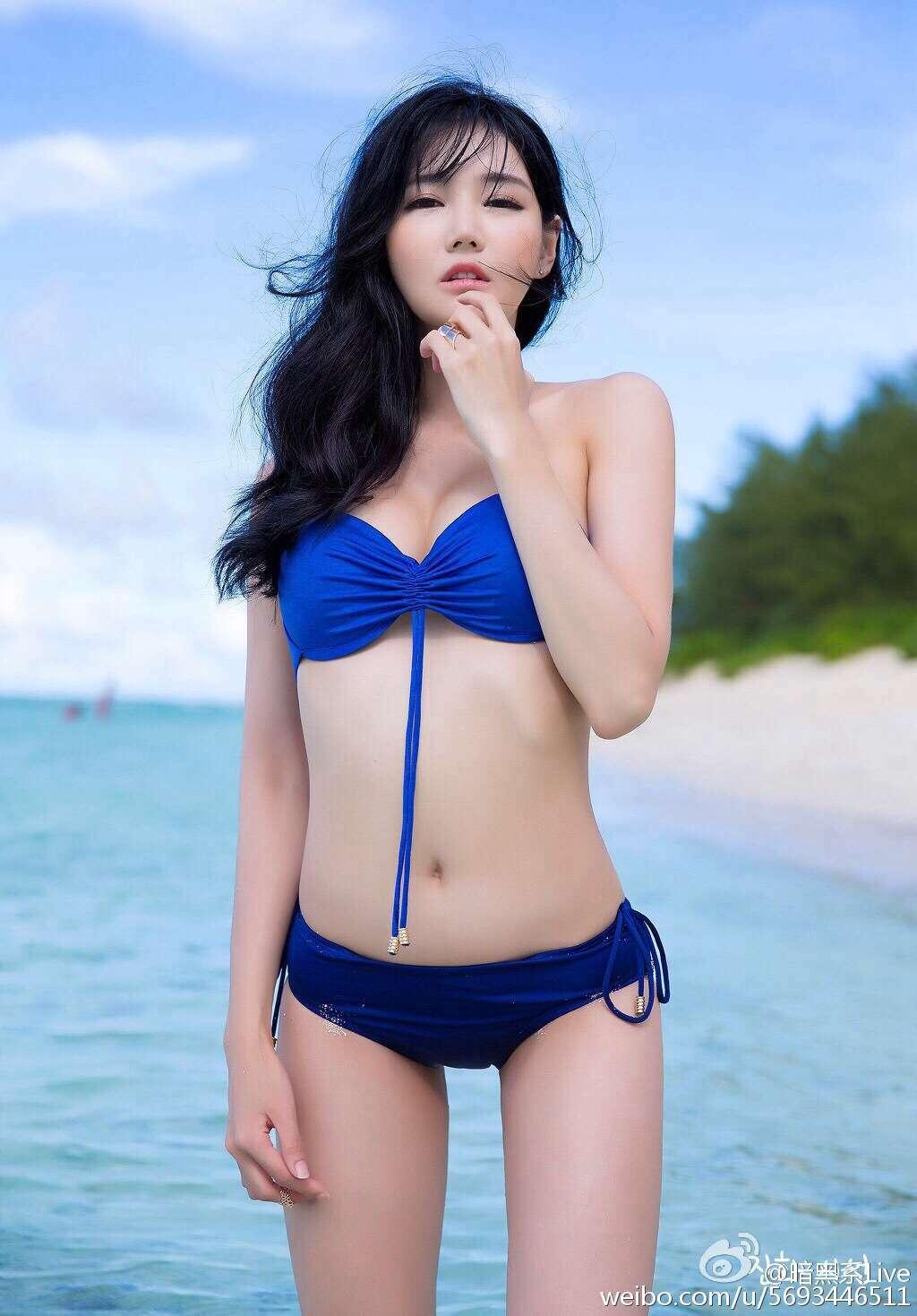 性感白皙美女诱人泳装